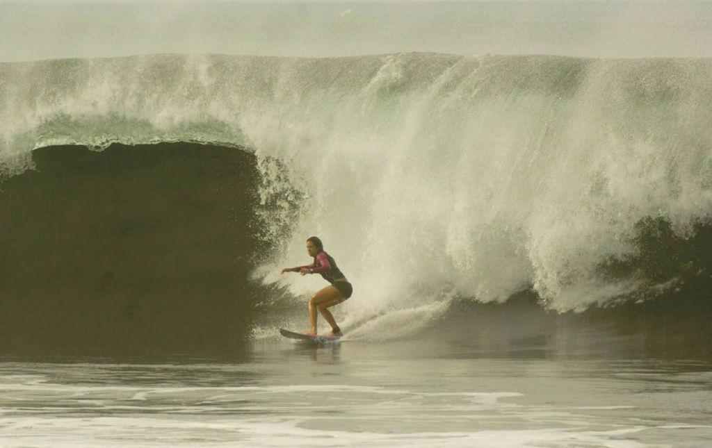 Ana Laura González – Pasión por las olas - Ana Laura Gonzalez - Surf girl