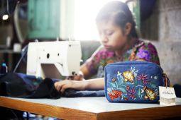 Rapsodia en colaboración con artesanas chiapanecas.
