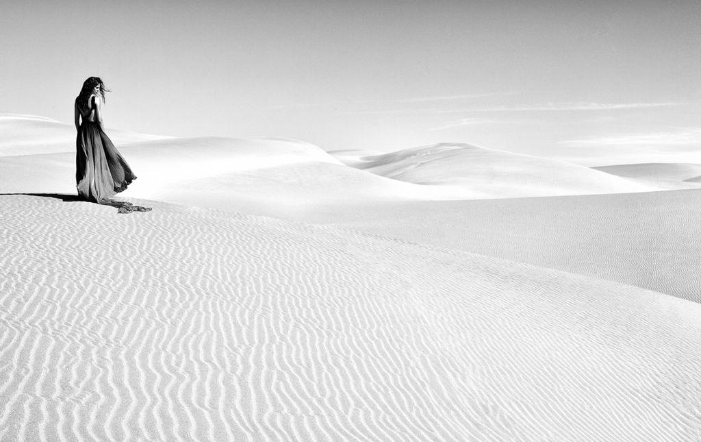 José del Río; Inmortalizando historias en fotografías - girl in desert_portada