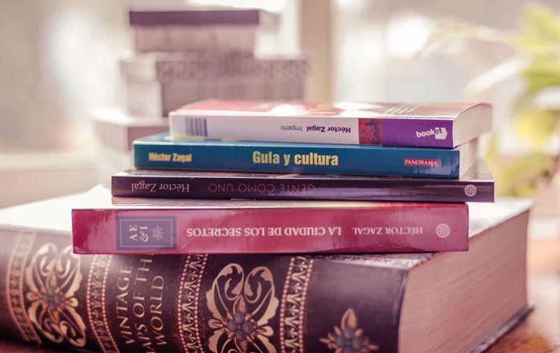 Héctor Zagal, gula y cultura de la academia a los anaqueles - libros-hector-zaval