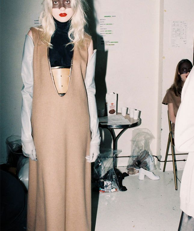 El hombre invisible - Margiela 01 Hermes beige dress