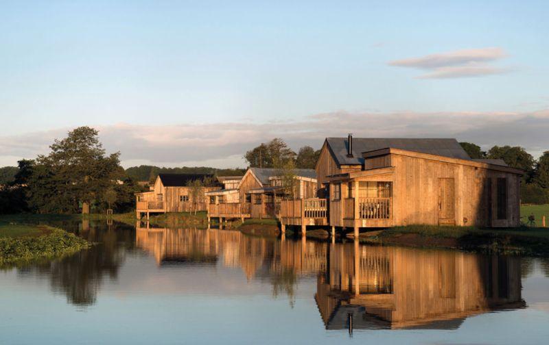 Soho Farmhouse, tu casa en el countryside inglés - soho-farm-house-exterior-cabin