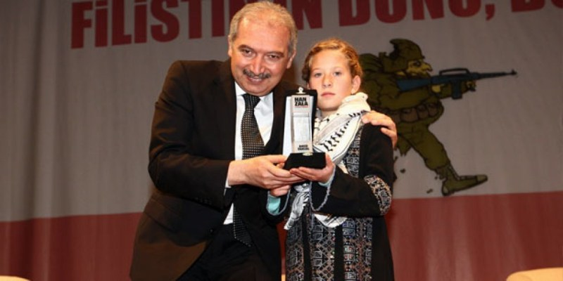 Ahed Tamimi, la niña palestina que le dio una cachetada a un soldado israelí - ahed-tamimi-es-galardonada-por-el-primer-ministro