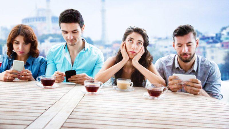 Las redes sociales son tan adictivas como la cocaína - redessocialesdrogas_phubbing