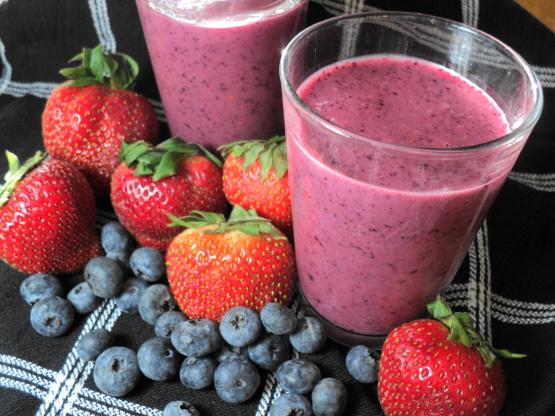 La importancia de hacer un detox - smoothie-de-berries-beneficios-de-una-dieta-detox
