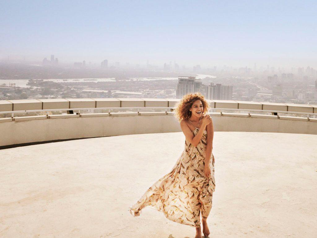 Yes I Am, un perfume audaz que impulsa el empoderamiento femenino - Izzy Bizu Portada