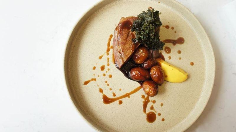 Recomendaciones para el fin de semana del 27 al 30 de septiembre - noso-restaurante-magret-de-pato-con-papas-cambray