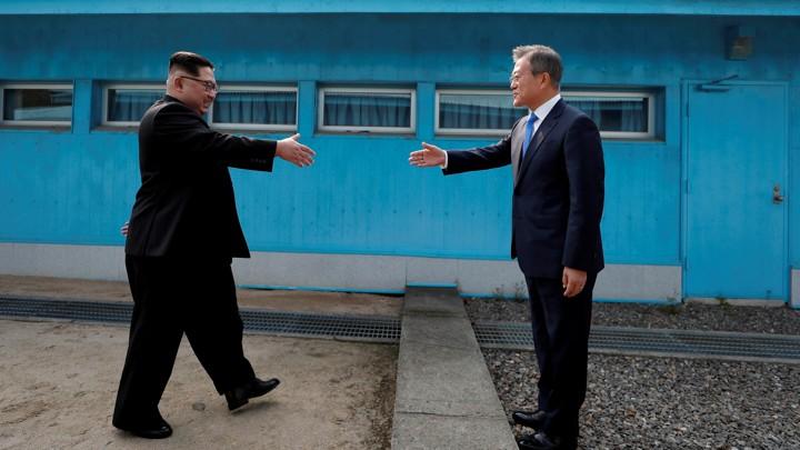 Corea del Norte y Corea del Sur declaran la paz - pazcorea_handshake