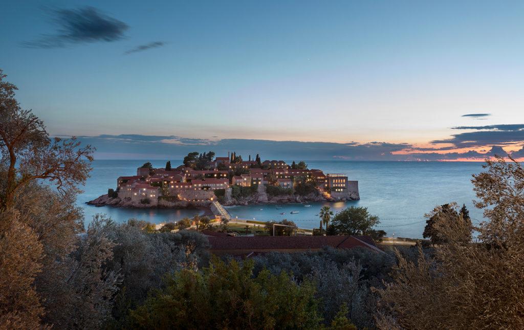 Aman Sveti Stefan - atarecer isla hotel Aman