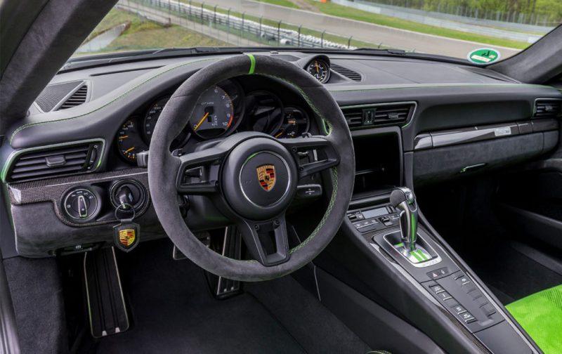 El Porsche 911 GT3 RS, una referencia para los automóviles deportivos - porsche-interior-volante-auto-deportivo