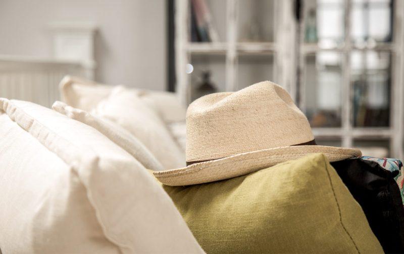 Braulio Peralta, la responsabilidad de ser. - sombrero-beige-accesorio