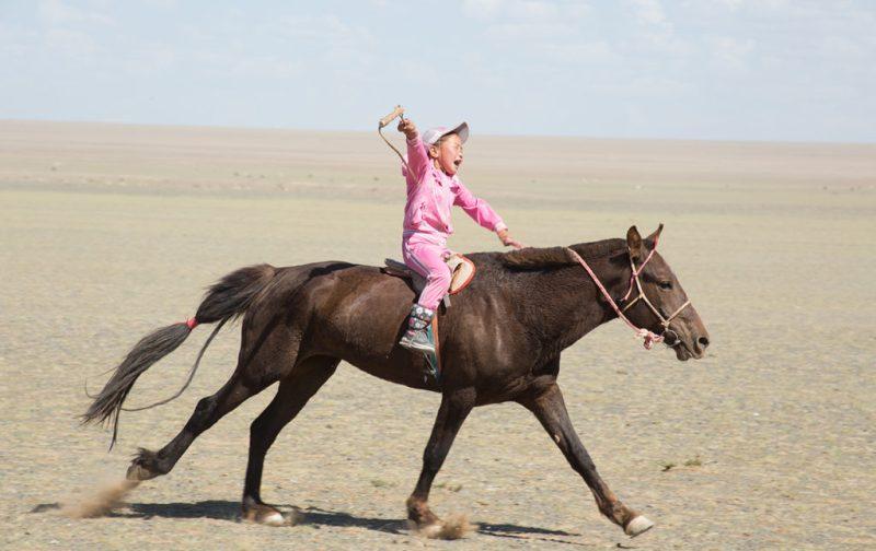 Mongolia, el lugar con un cielo eternamente azul - ongolia-nincc83a-caballo