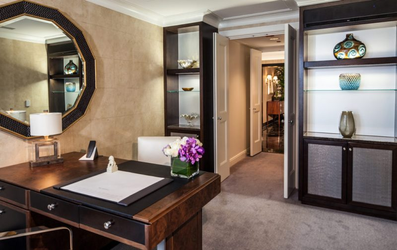 The Peninsula Chicago - desk-hotel-thepeninsula-chicago