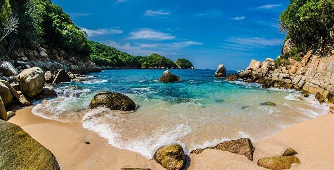 Actividades diferentes que puedes hacer en Acapulco - isla-de-la-roqueta-acapulco