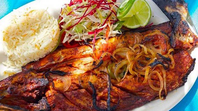 Actividades diferentes que puedes hacer en Acapulco - pescado-a-la-talla-beto-godoy