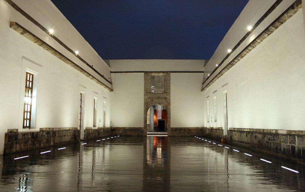 Biblioteca de México: conjunto de infinitos - antepatio tolsa toma nocturna