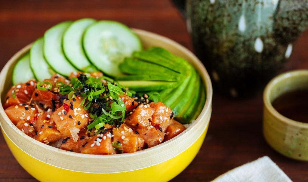 Recetas ligeras, fáciles y saludables para cenar - 4. Salmón poke