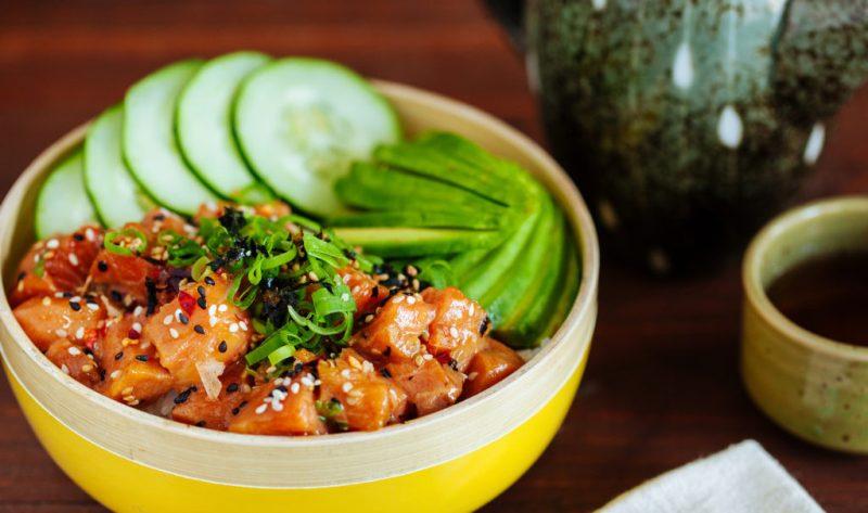 Recetas ligeras, fáciles y saludables para cenar - 4-salmon-poke