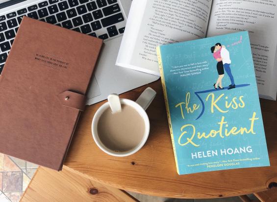 Historias románticas que tienes que leer durante este mes - hotbook-historias-romanticas-que-tienes-que-leer-durante-este-mes-the-kiss-quotient