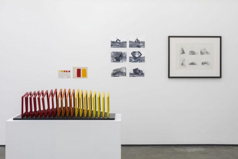 """""""El potencial de la escultura"""", la primera muestra individual de Helen Escobedo - hotbook20el20potencial20de20la20escultura20-2"""