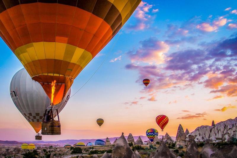 Capadocia, el paraíso de los globos aerostáticos - hotbook_globoscapadocia_globosatardecer