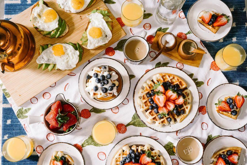 5 restaurantes que sirven desayunos todo el día - Restaurantes desayuno todo el día portada