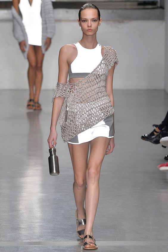 Tendencias de moda para esta primavera - 7-vestidos-de-red-tendencias-hotbook-2019