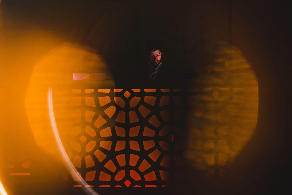 Mike Alducin y su carrera en la música electrónica - HOTBOOK Mike Alducin y su carrera en la música electrónica PORTADA