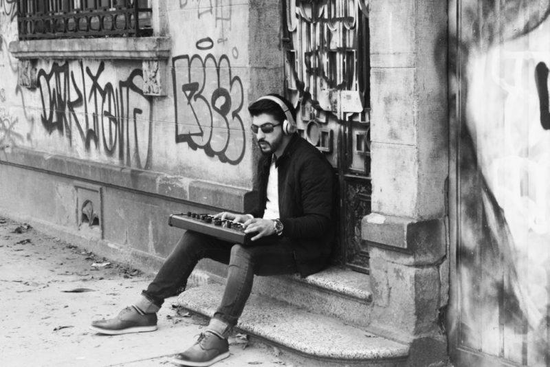 Mike Alducin y su carrera en la música electrónica - hotbook-mike-alducin-y-su-carrera-en-la-musica-electronica-teclado