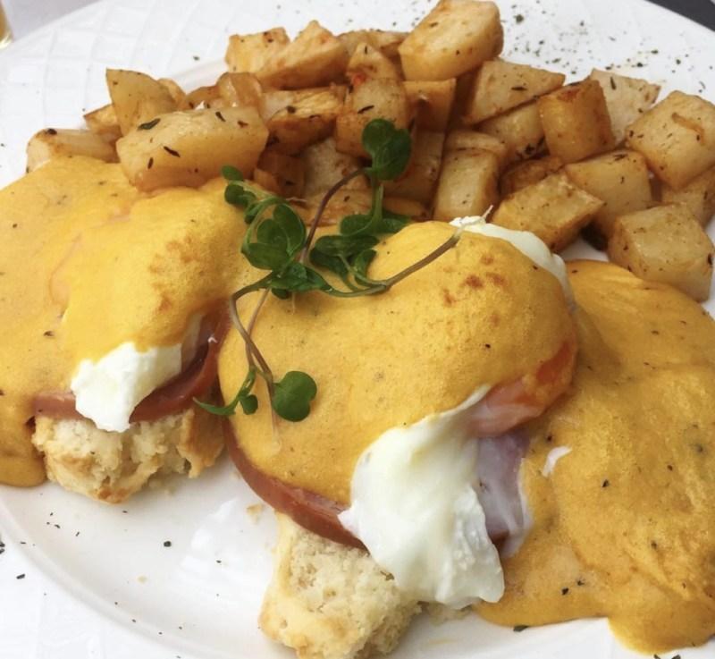 Restaurantes para comer huevos benedictinos en la CDMX - la-lorena