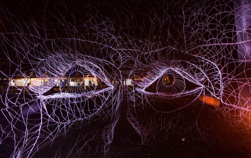 Máscaras de Alambre, un accidente creativo - ojos-alambres-noche-exposicion