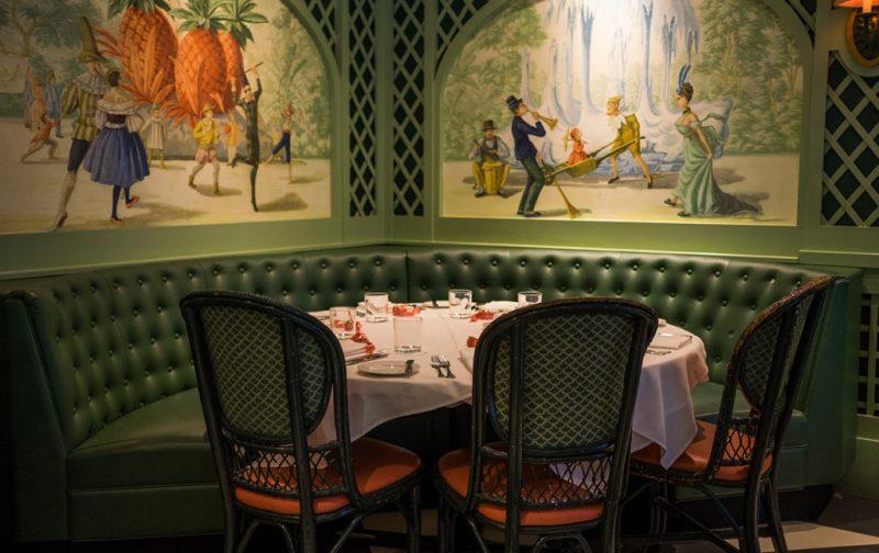 La gastronomía única de Nueva Orleans - restaurante-brennans-mesa-comida