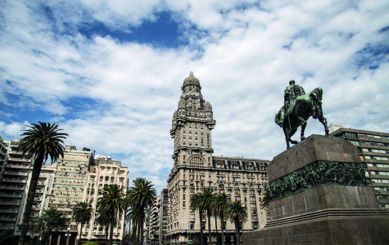 Montevideo: ramblas, mercados y art decó - montevideo-5