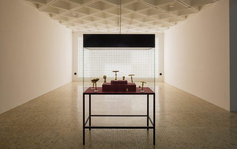 Sunday de Carsten Höller en el Museo Tamayo - hotbook_hotculture_hotart_carstenholler_tamayo_cuadros_hongos_dorados_luces_ramiro_chavez