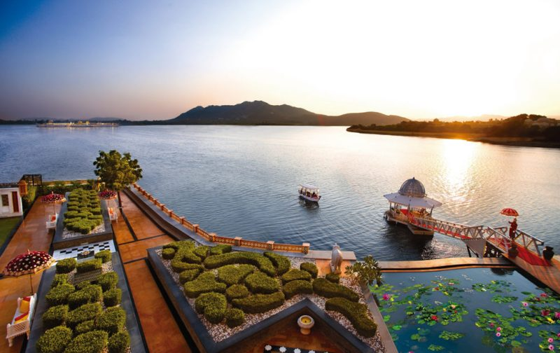 The Leela Palace - hotbook_hottravel_hotbooking_theleelapalace_boatarrival