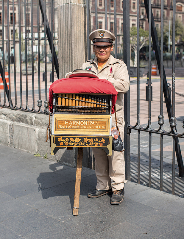 Oficios y tradiciones mexicanas - hotbook_hotculture_hotabc_oficiosmexicanos_organillero_klinckwort