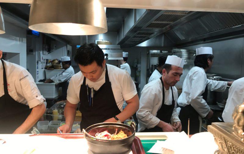 Chefs que están cambiando la escena gastronómica en Londres - hotbook_hotgourmet_awong_cocinando_nuevascarasenlondres