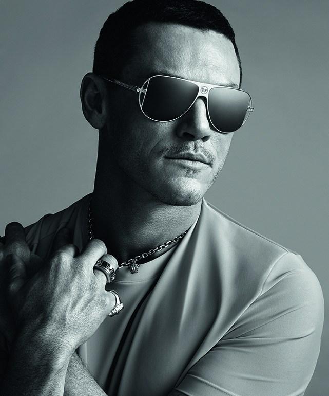 Luke Evans, la nueva cara de los lentes Versace - VersaceLukeEvans_PORTADA