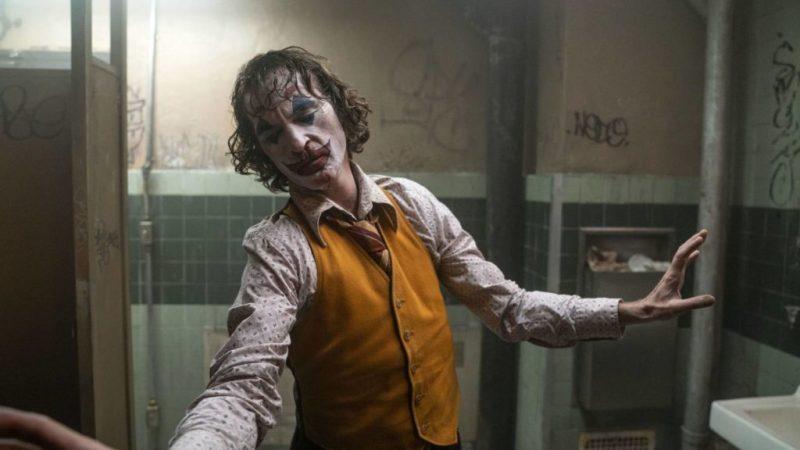 Joker, una película protagonizada por Joaquin Phoenix - 5-joker-en-el-bancc83o-joaquin