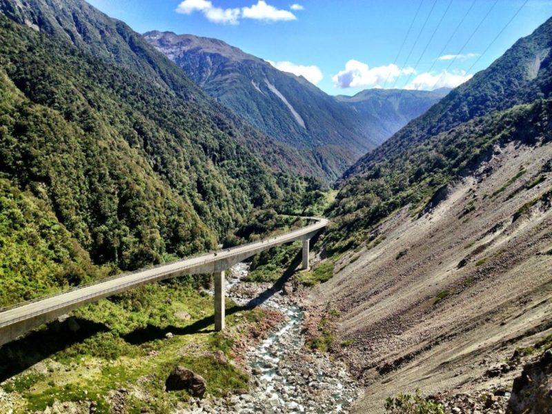 6 lugares esenciales para hacer un road trip por Nueva Zelanda - arthurs-pass-nueva-zeloanda-roadtrip
