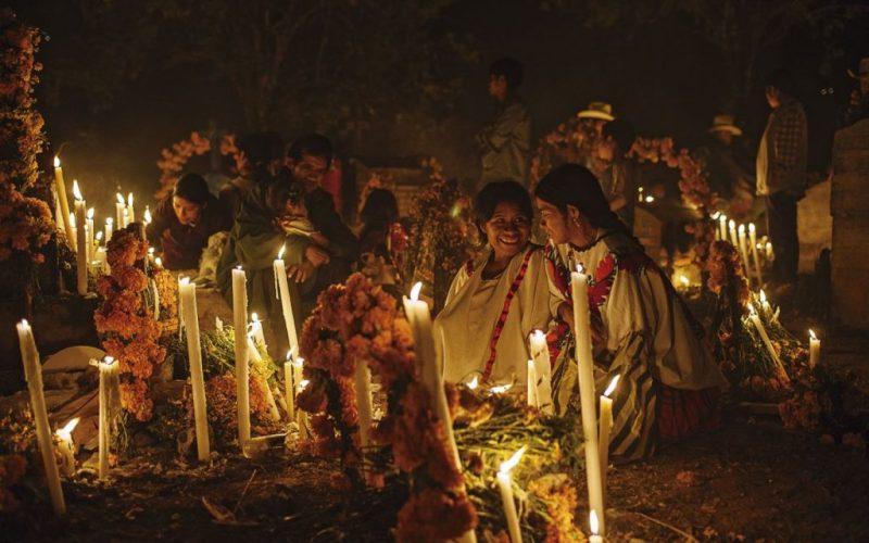 Tradiciones mexicanas para festejar el Día de Muertos - cementerio-dia-de-muertos-halloween