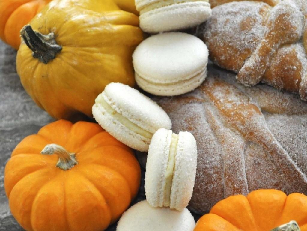 Panes de muerto que no te puedes perder esta temporada - foto portada le macarron boutique pan de muerto