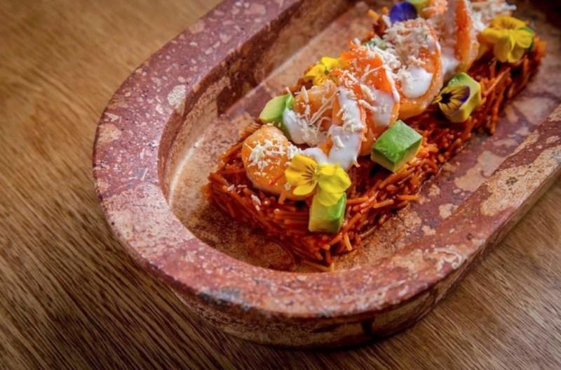 Los mejores lugares para comer mariscos en la CDMX - agua-y-sal-oyster-bar-mariscos-camaron