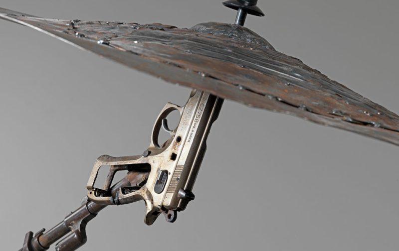 Cocolab: creadores de experiencias - hotbook_cocolab_escultura_pistola_platillo_plata