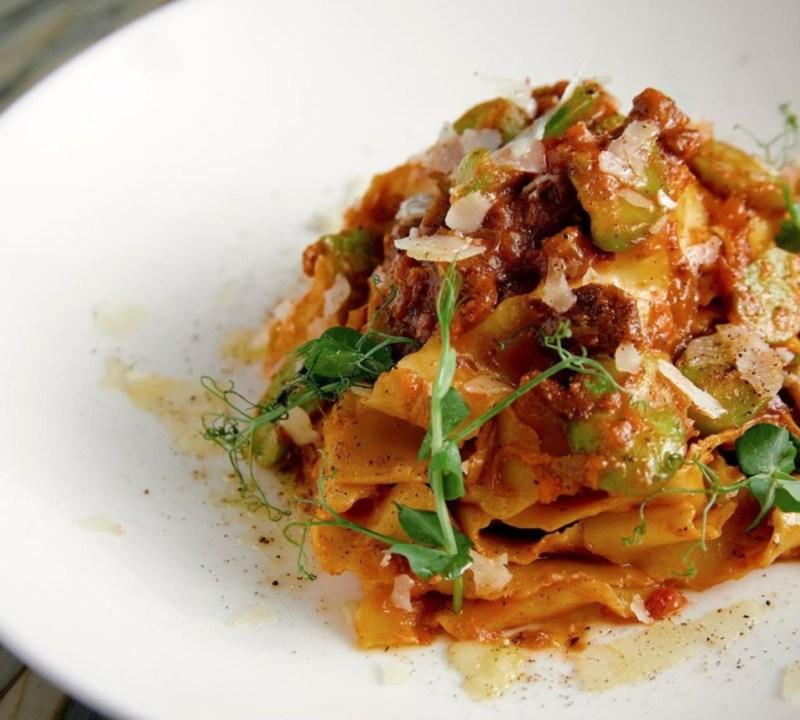 11 restaurantes trendy en Miami para ver el Super Bowl - cecconis-miami-super-bowl