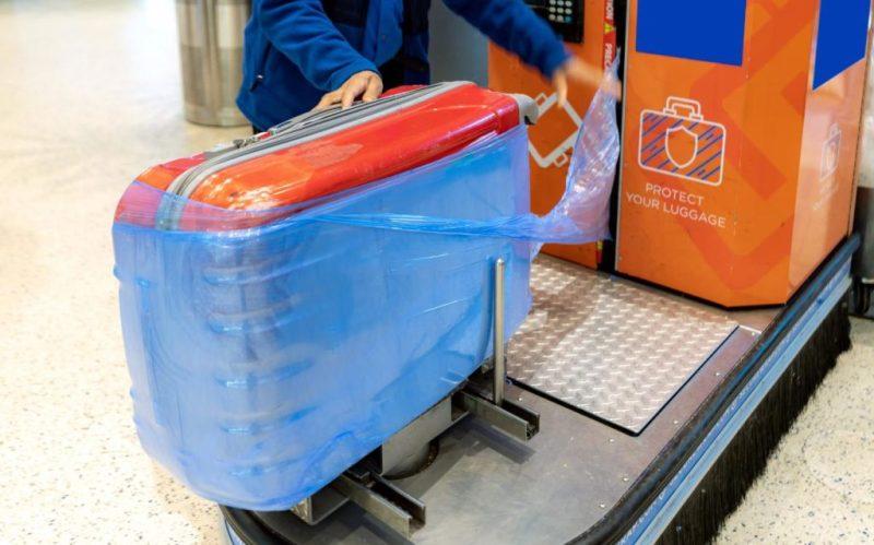 Guía para viajar de manera sustentable - plastico-viajes-maleta