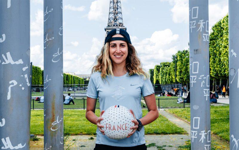 Paola Kuri: singular utopía - hotbook_sports_werakuri_francia_torreeiffel_balon