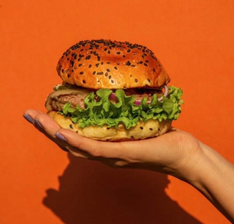 Las mejores hamburguesas para disfrutar en casa - las-mejores-hamburguesas-que-podras-disfrutar-desde-casa-coronavirus-covid-cuarentena-1