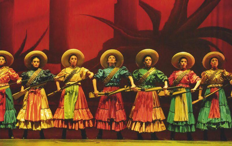 Mexican Style, el nuevo libro de Susana Martínez Vidal - hotbook_hotfashion_adelitas-rojo-mexico-trajes-sombrero-agave-mexicanstyle-libro-moda