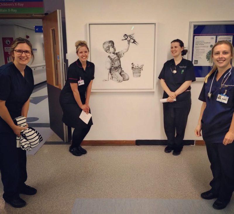 Banksy rinde homenaje a todos los médicos con una obra de arte - image2